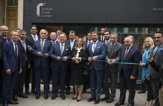 Ticaret Bakanı Ruhsar Pekcan, İngiltere'nin başkenti Londra'daki Türk Ticaret Merkezi'nin (TTM) açılışını yaptı. Türk Ticaret Merkezi'nin açılış törenine Bakan Pekcan'ın yanı sıra Türkiye İhracatçılar Meclisi (TİM) Başkanı İsmail Gülle, Dış Ekonomik İlişkiler Kurulu (DEİK) Başkanı Nail Olpak, Avrupalı Türk Markalar Birliği Başkanı Cafer Mahiroğlu, MÜSİAD İngiltere Başkanı Nuri Bulgurcu, Ankara Ticaret Odası (ATO) Başkanı Gürsel Baran ve çok sayıda iş dünyası temsilcisi katıldı.