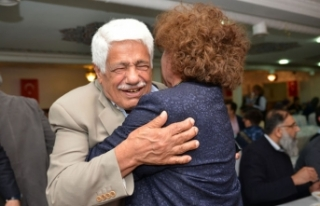 Londra'daki İki Türk İş Adamının Tarihi Kucaklaşması