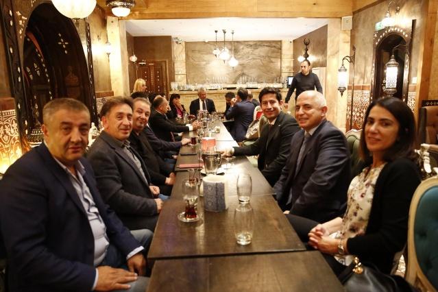 Türk Eximbank halihazırda Akbank ile birlikte geçen yıl aldığı sendikasyon kredisini çevirmek için müzakereler yürütüyordu. Akbank ise bugün sendikasyon sürecini tamamladı.