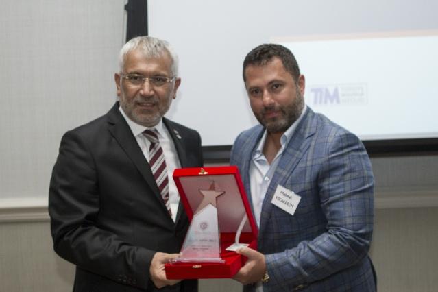 Ev sahipliğini Avrupalı Türk Markalar Birliği (ATMB) Başkanı Cafer Mahiroğlu'nun yaptığı ödül töreninde, ödüle layık görülenlere, Ekonomi Bakan Yardıcısı Fatih Metin ve Türk Eximbank Genel Müdürü Adnan Yıldırım tarafından plaket takim edildi.