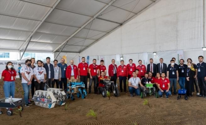 """Gençler, TEKNOFEST'te teknoloji yarışmalarıyla """"toprakla"""" buluştu"""